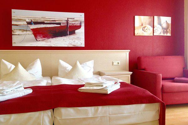 Schlafbereich im Doppelzimmer vom Ostseehotel Baabe auf der Insel Rügen
