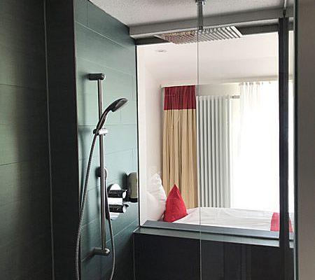 Blick durch das Einzelzimmer im Ostseehotel Baabe auf Rügen