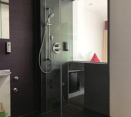 Dusche des Einzelzimmers im Ostseehotel Baabe auf Rügen