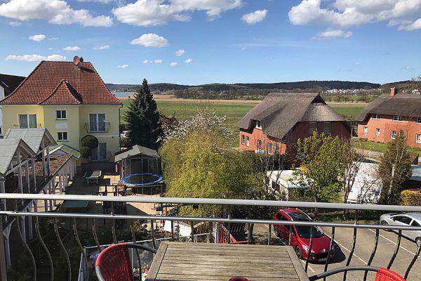 Balkon mit Sitzbereich vom Doppelzimmer im Ostseehotel Baabe auf Rügen
