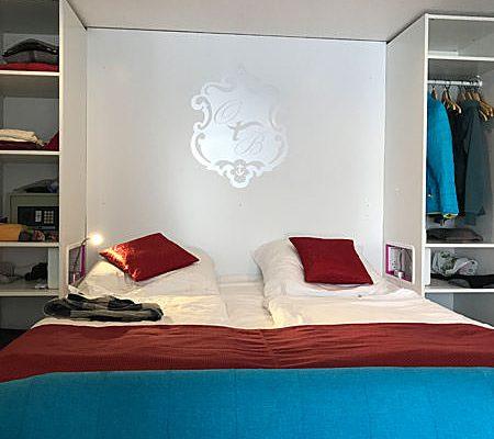 Bett vom Familienzimmer Plus im Ostseehotel Baabe – Urlaub mit der Familie auf Rügen